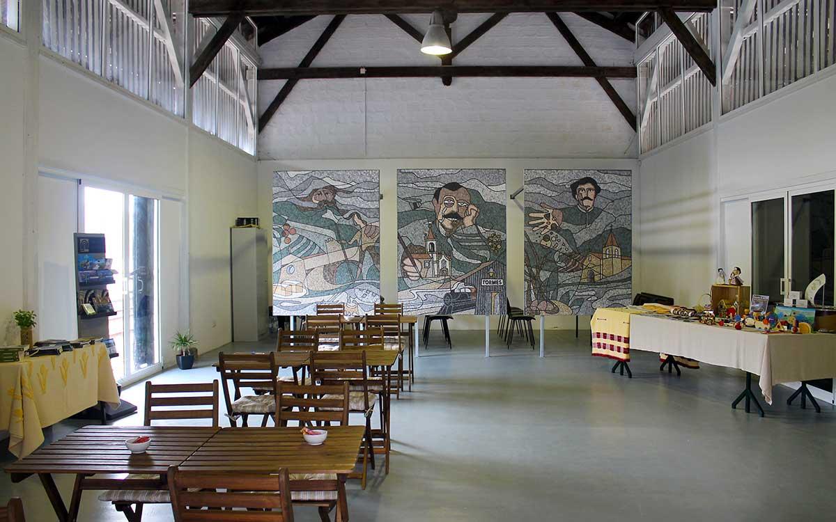 """Cais - Sede da ADR """"Os Caminhos de Jacinto"""" (interior)"""